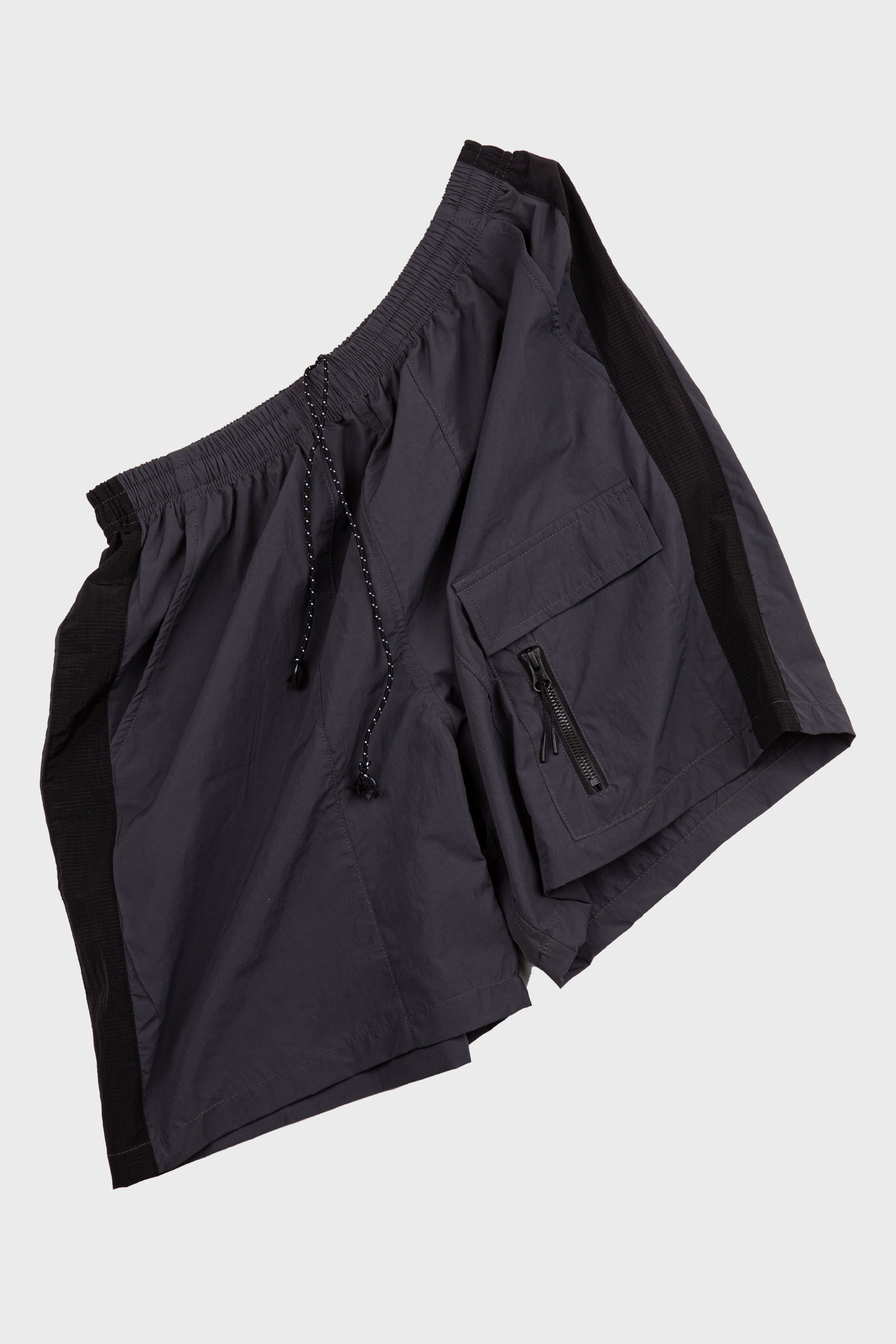 -[COLDWARM] NYLON POKET SHORTS- CHARCOAL
